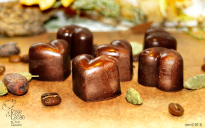 Jolis coeurs de Noël chocolat cru, café, cardamome
